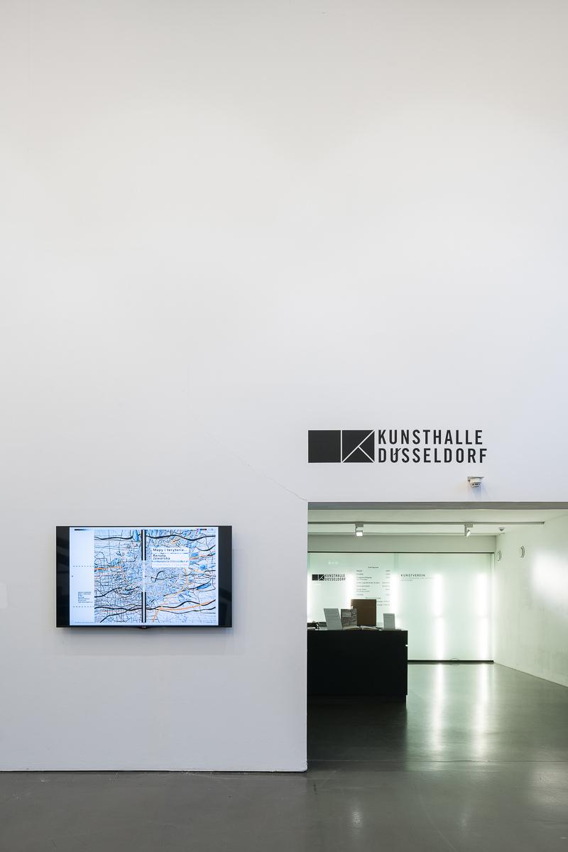 Nachtfoyer Kunsthalle mit Videositnallation von Renata Jaworska